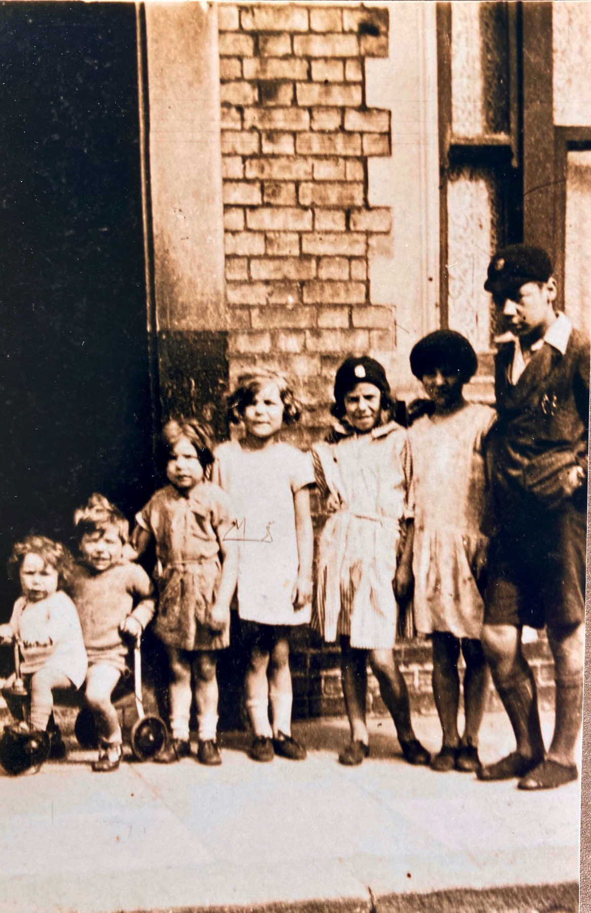 Lineup of 7 children an 1928. Dad is on the right.
