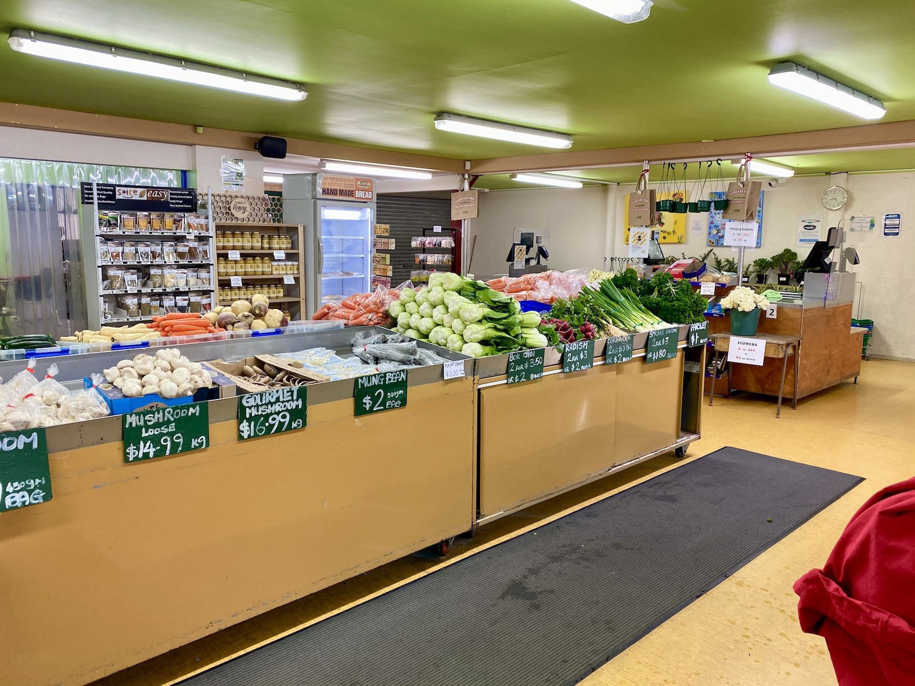 More vegetables and the till area.
