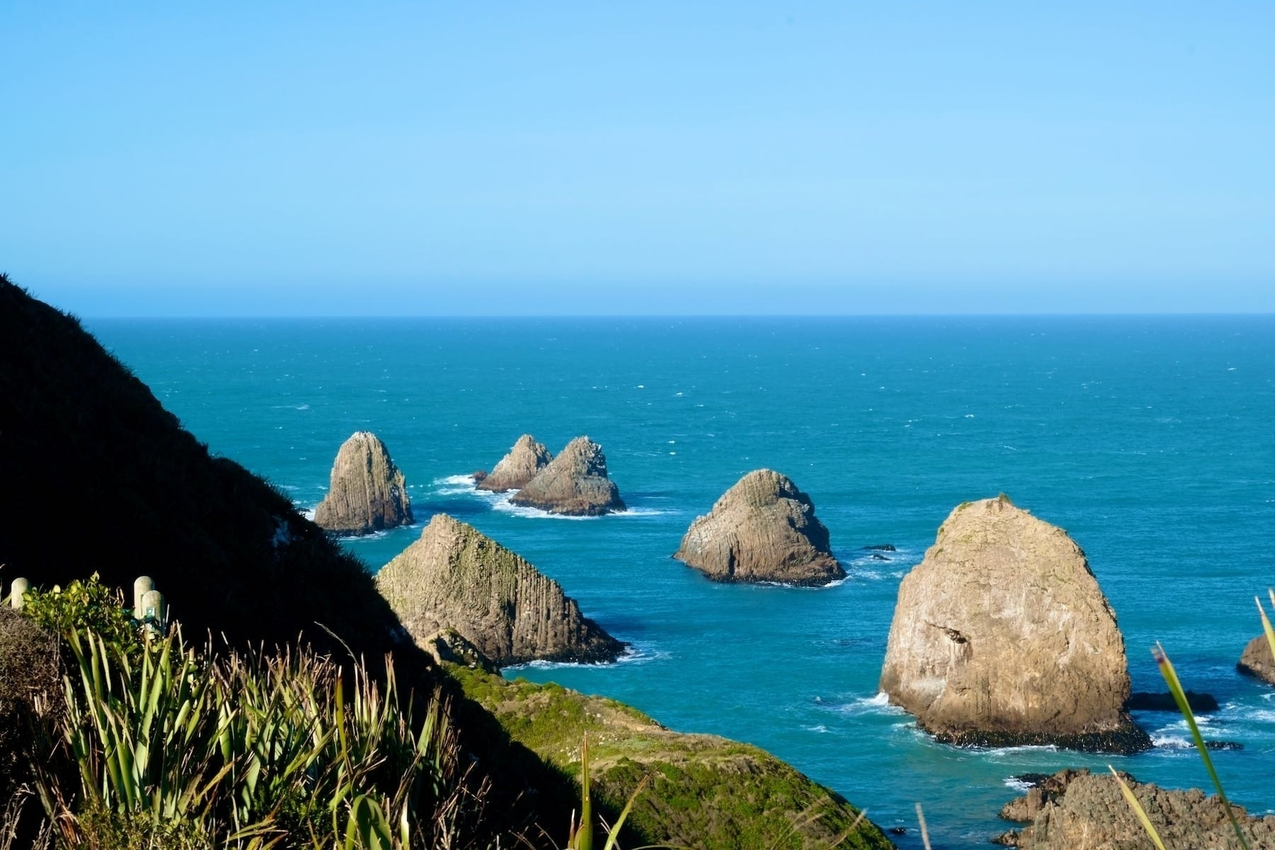 Nugget Point, Tokata, rocks south of the lighthouse.