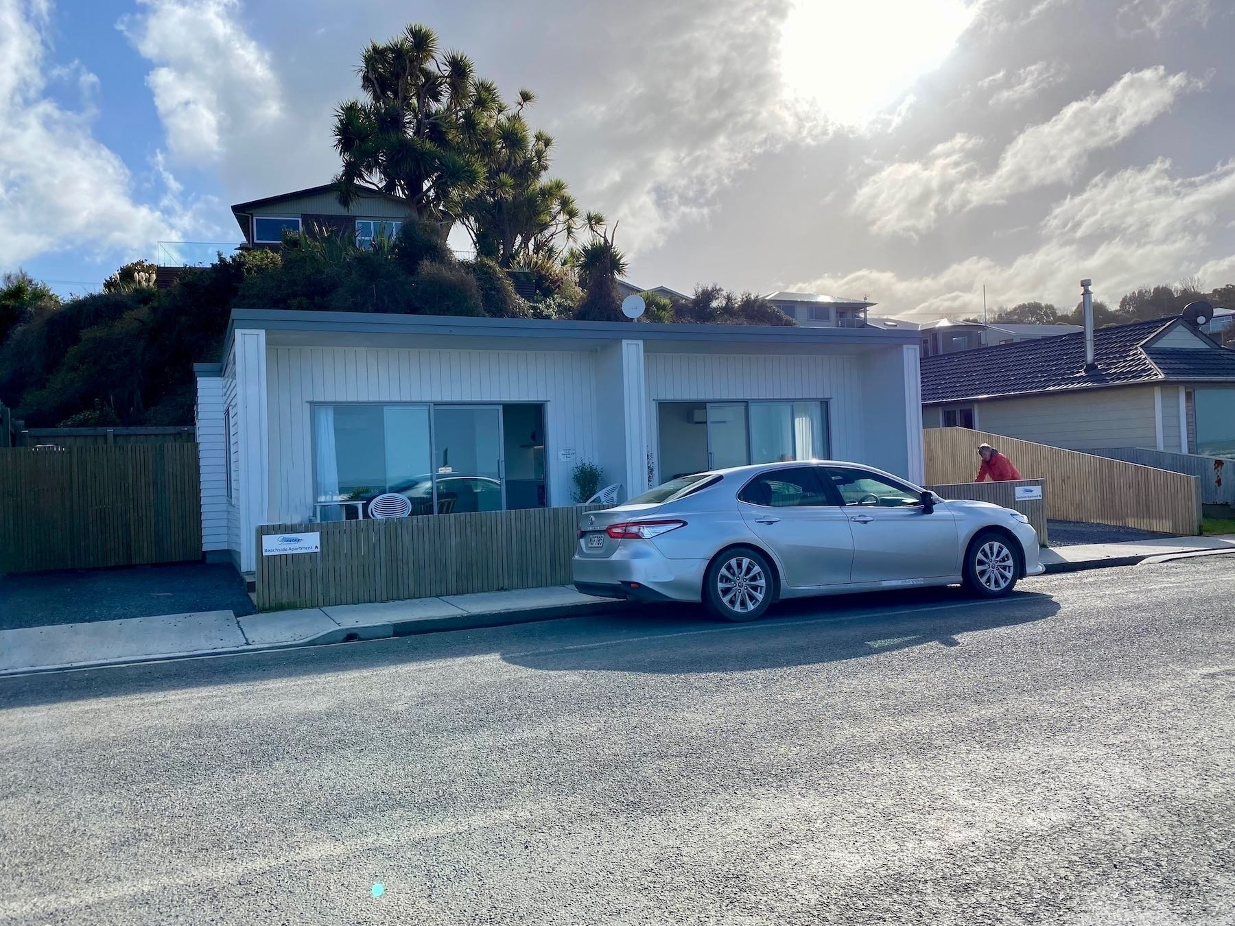 Seascape Motel — 2 units with rental car in front.