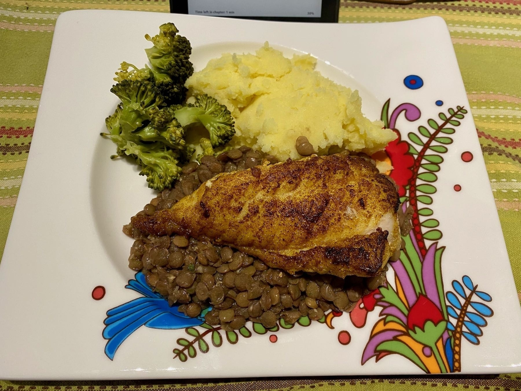 Plate with broccoli, mashed potato, lentils and fish.